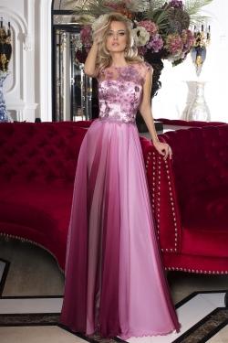 OKSANA MUKHA - spoločenské šaty model 16-983 vrchnému dielu, týchto spoločenských šiat, dominuje jemná a zároveň krásna krajka, rafinované farebné ladenie sukne dotvára celkovú výnimočnosť celého modelu. Dostupné vo veľkosti 38 - 40.