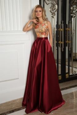 OKSANA MUKHA - spoločenské šaty model 16-1069 - jeden z TOP modelov spoločenských šiat z najnovšej kolekcie pre rok 2017. Tieto spoločenské šaty svojou eleganciou a šarmom sú zárukou výnimočnosti každej ženy na každom spoločenskom podujatí. Dostupná veľkosť 36-38.