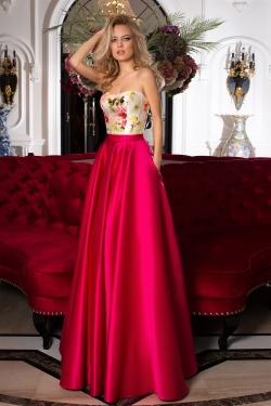 OKSANA MUKHA - spoločenské šaty model 16-1074 - hornú časť spoločenských šiat, ktorá hýri žiarivými farbami veľmi elegantne dopĺňa sukňa svojou unikátnou farbou fuchsia. Tieto výnimočné spoločenské šaty budú dostupné vo veľkosti 38.