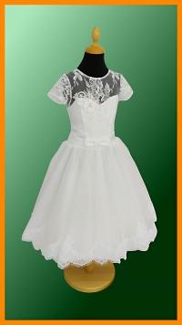 model GRÉTA - veľkosť 140, veľmi milé šatočky v snehobielej farbe, skráteného strihu, suknička siaha mierne pod kolená, vrchný diel s krásnou krajkou dotvára výnimočný vzhľad šatočiek pre malú družičku.