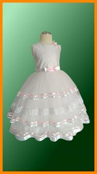 model MILKA - veľkosť 104 - Veľmi jemné a milé šatočky, sú ľahké a pohodlné pre malé dievčatká nielen na svadbu, ale aj na iné slávnostné  podujatia, na ktorých ich nikto neprehliadne :).