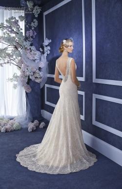Model ELLIE z kolekcie RONALD JOYCE - veľkosť 36-38 - cena : 350,- €. Nádherné svadobné šaty od renomovaného výrobcu z Veľkej Británie v jemnej krémovej farbe. Šaty sú vo veľmi dobrom stave. V prípade záujmu Vám šaty upravíme na postavu.