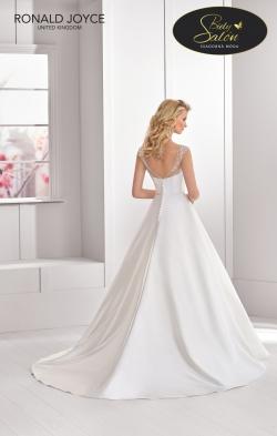 Model NADIA z kolekcie RONALD JOYCE - veľkosť 40 - farba : biela - cena : 290,- €. Krásne jemné svadobné šaty v perfektnom stave za viac než dobrú cenu.